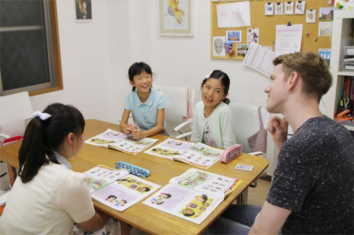 教えてサム先生!】親が子供に英語を教える時に注意すべき重要な事とは?